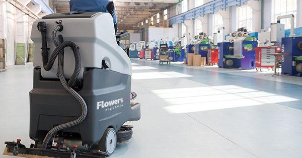 Pulizia capannoni Piacenza - macchina professionale per la pulizia capannoni